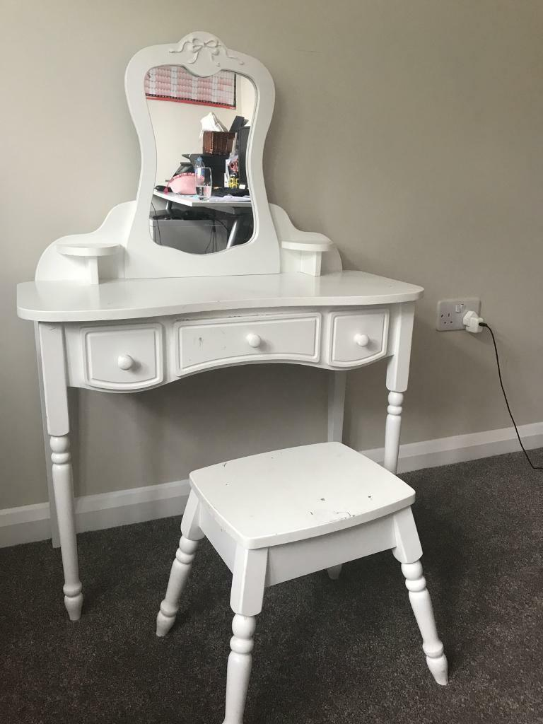 newest 4b52d 96665 Girls pretty dressing table. | in Dorridge, West Midlands | Gumtree