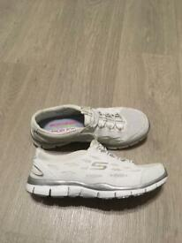 Ladies Sketchers size 4