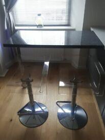 Breakfast bar & 2 funky bar stools