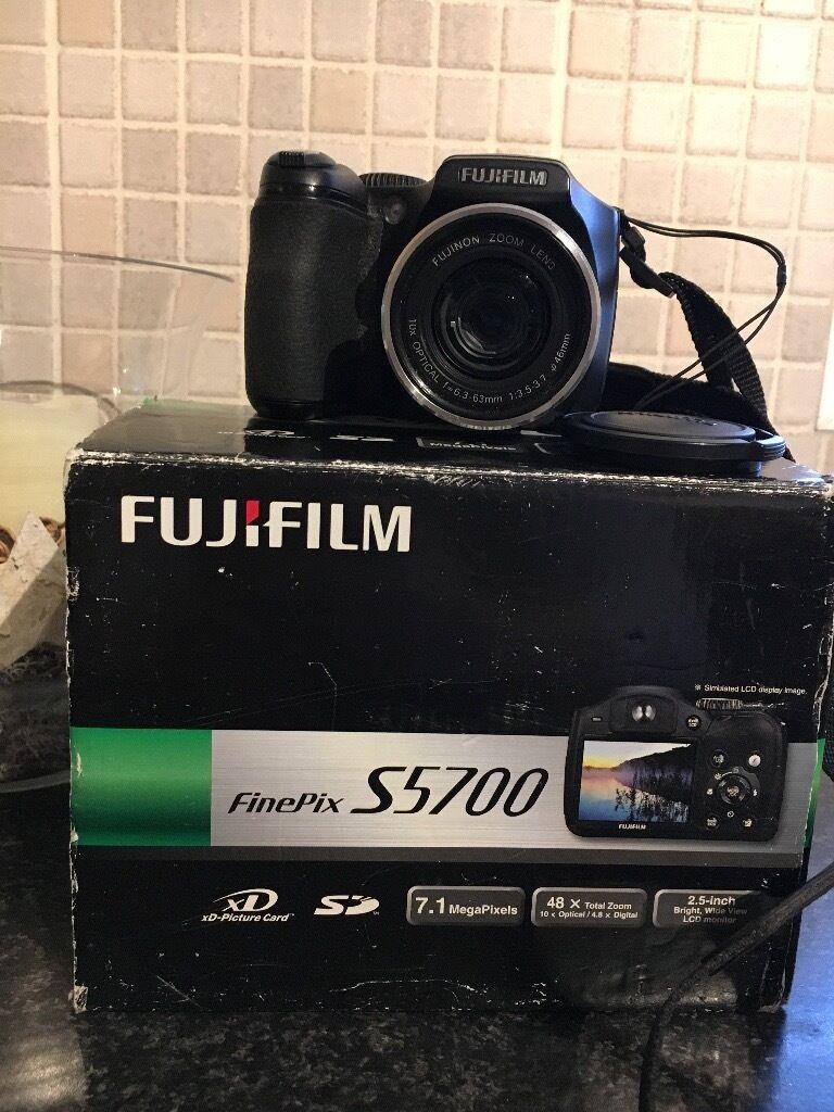 Fujifilm S5700 camera
