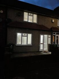 3 Bedroom house with two toilets to let in Dagenham Porters Avenue!!