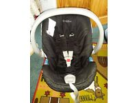 Mamas and Papas Car Seat and Base (Fits both ISOFIX and Non-ISOFIX) Sutiable from Birth to 15mth