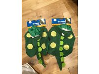 2 BRAND NEW DOG DINOSAUR HALLOWEEN COSTUMES. COST £10 EACH. SIZE SMALL/EXTRA SMALL. HYNDLAND
