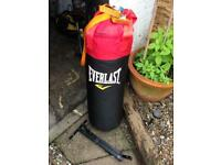 3ft Everlast Punch bag with wall bracket