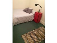 NO ADMIN FEES!! DOUBLE ROOM / IDEAL FOR COUPLES / 2 BED FLAT / HACKNEY CENTRAL STATION / MARE ST.