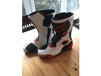 Very Stylish alpinestars boots in mint condition!