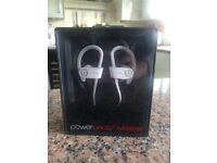 Beats Powerbeats2 Wireless In-Ear Headphones - White - Brand New