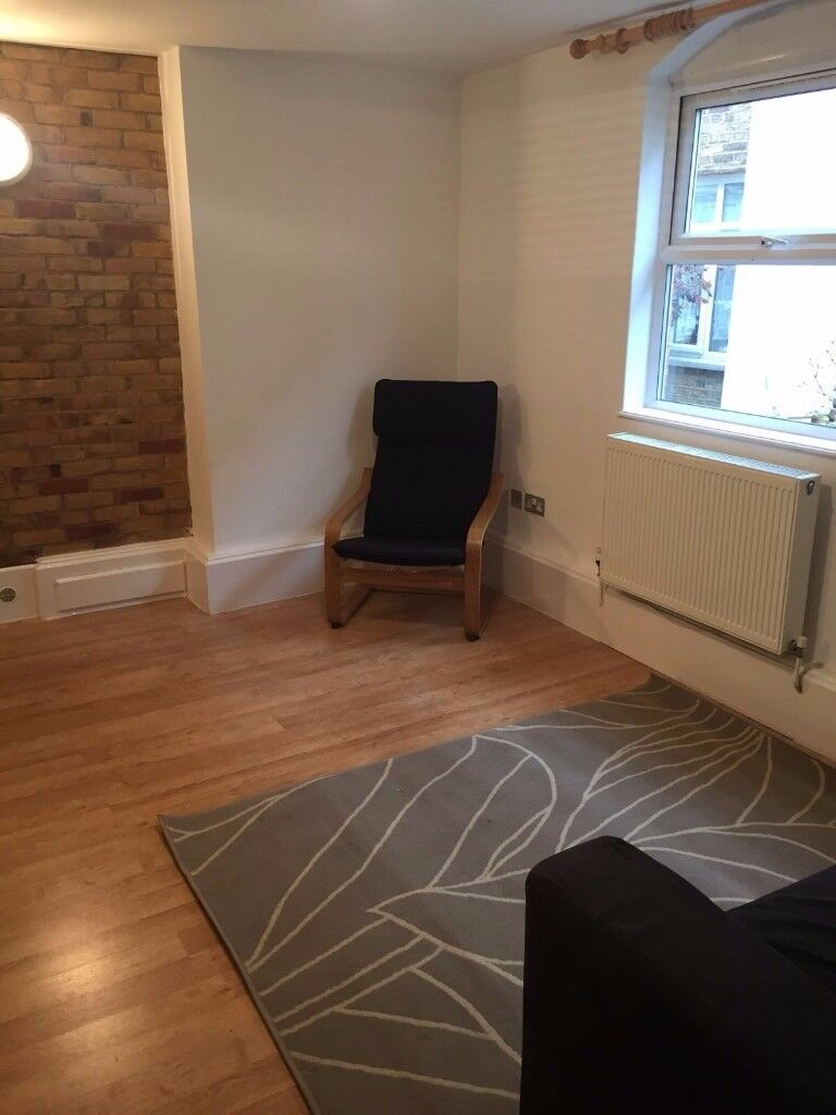 QUIET OASIS, 2 BED GF FLAT, GATED DEVELOPMENT, OFF ST PARKING, PICCADILLY OR VICTORIA LINES ZONE 3