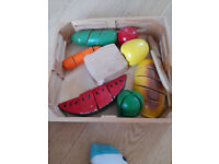 Melissa and Doug wooden food set - Very good condition
