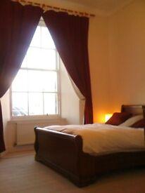 Bright, spacious, 2 bed city centre flat (Bristo Square)