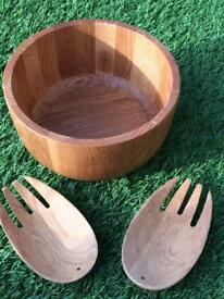 Wooden salad bowl and serving claws