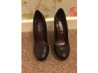 Size 3 new look stilettos, very good condition.
