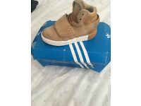 Kids Adidas strap trainers 7.5