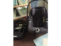 Mamma's and Papas car seat and iso Fix base