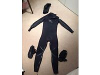 5/3 Winter wetsuit, hood and boots