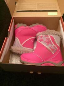 Hi-Tec junior winter snow boots. Excellent condition