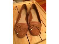 Linea tan leather shoes size 4