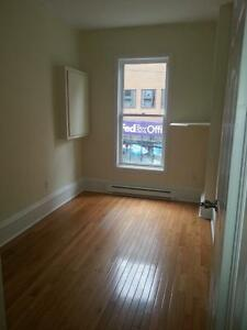 2 BEDROOM CONDO STYLE FLAT 1474 BRENTON ST AVAIL NOVEMBER. 1ST