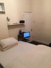 1 double room near Salford Uni