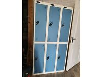 Freestanding locker unit