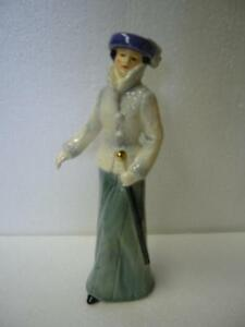 "VINTAGE GOEBEL FIGURINE ""STROLLING ON THE AVENUE"""