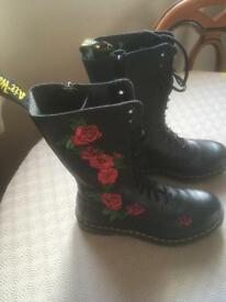 Girls/ladies dr martins boots size 6
