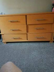 Solid wooden Unit with 6 drawers