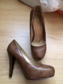 Brown platform shoes size 4
