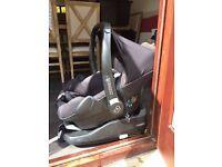 Baby Maxi Cosi Car Seat plus ISO Fix Base for Brilliant Price