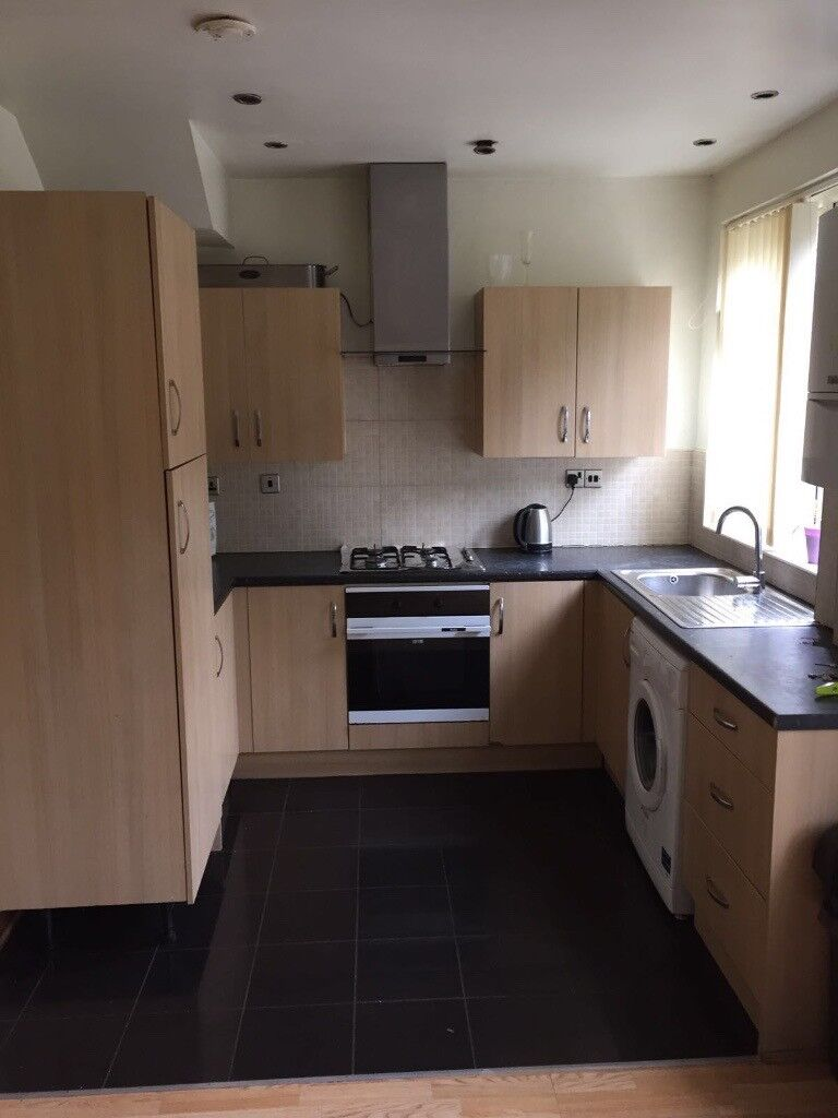 *** Very Spacious Double Room in West Green/ Seven Sisters ***