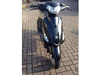 Peugeot V-Clic 5occ Moped with Low Mileage in Black