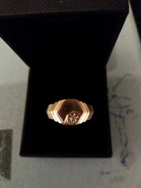 Gent's 18ct gold signet ring with diamond. Size X.