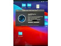 MacBook Pro 2018 - 13 inch, 8 GB RAM (4 thunderbolt plugs) 250GB