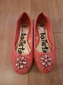 GIRLS CORAL BALLERINA STYLE SHOES SIZE 2 IN GOOD CONDITION