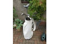 White golf bag in good condition and assorted set of irons and putter