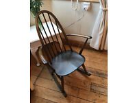 A SUPER VINTAGE ERCOL ROCKING CHAIR IN SOLID OAK WITH AUTHENTIC LABEL TO THE BACK