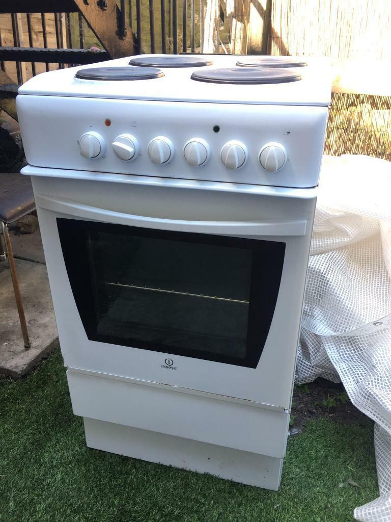 Indesit Electric Conventional Oven With 4 Burners In Islington Collection Ovens Single Lamona