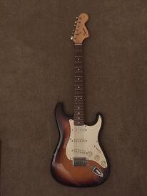 Fender Strat sunburst + mini Marshall amp
