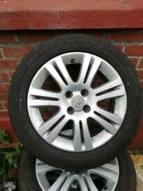 Vauxhall Astra 4 stud alloy's with brand New tyres
