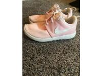 Girls Nike pink roshe runs size 12