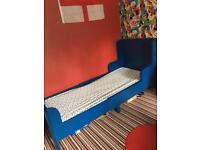 Extendable Single Bed, wardrobe & chest of drawers