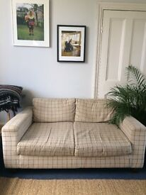 2 SEATER SOFA AVAILABLE IN HACKNEY