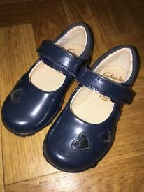 Like new Clarks Light Up Baby/Toddler Girls Navy 4.5 F Shoes With Box.