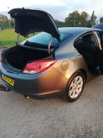 For Sale by owner. Vauxhall Insignia SE Nav Turbo 4 door Saloon, Automatic Transmission, Petrol,