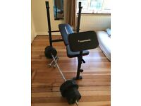 Bench and weights. Very good condition. Set of weights included.