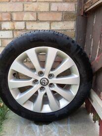 Vauxhall Alloy wheel 5 studs