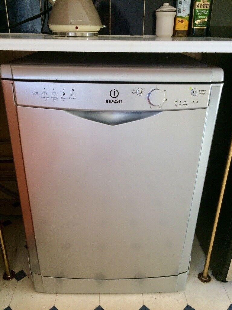 Excellent Condition Indesit DFG15B1S Full Size Dishwasher