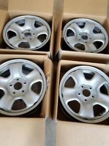 BRAND NEW  HONDA CRV  FACTORY OEM 16 INCH STEEL WHEEL  SET OF FOUR.