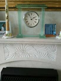 Quartz glass mantel clock