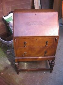 VINTAGE OAK BUREAU. LOCK & KEY. VERSATILE LOCATION. IDEAL AS IS OR PAINTED. VIEWING/DELIVERY POSS